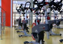 Motionscykler i fitness center