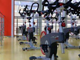 Motionscykler i fitness center